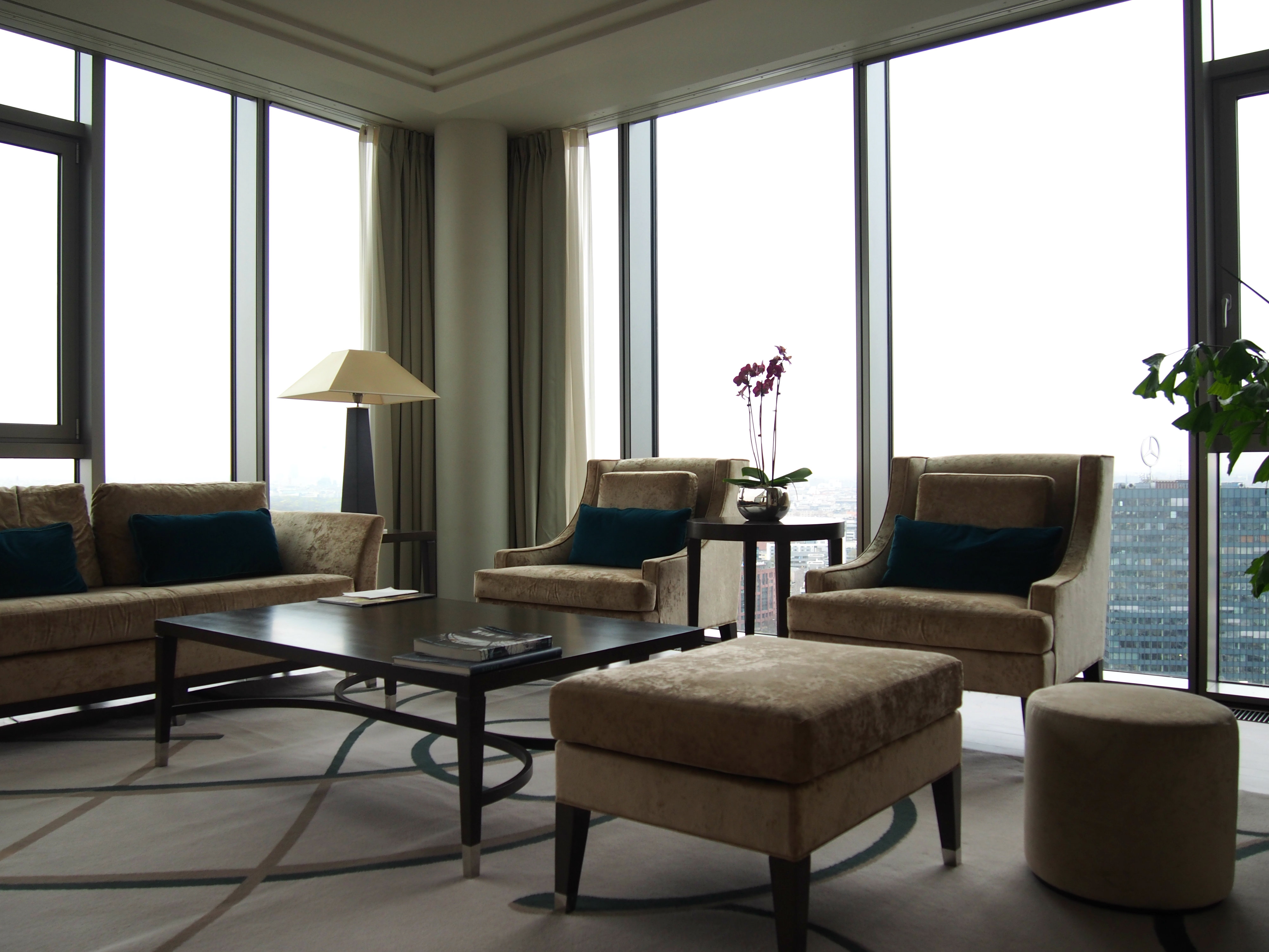 Waldorf Astoria Berlin Tower Suite livingroom 2
