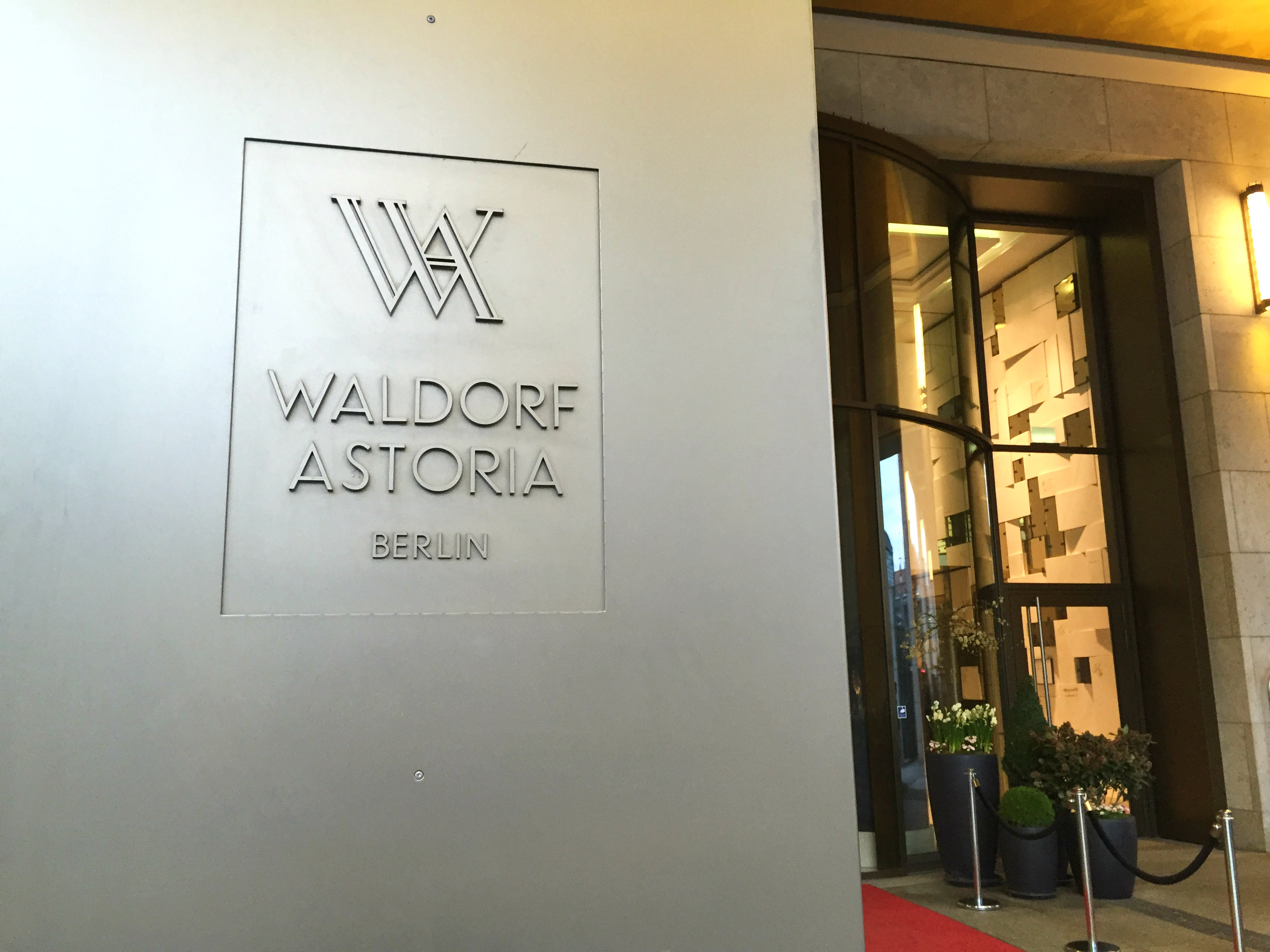 Waldorf Astoria Berlin name outside