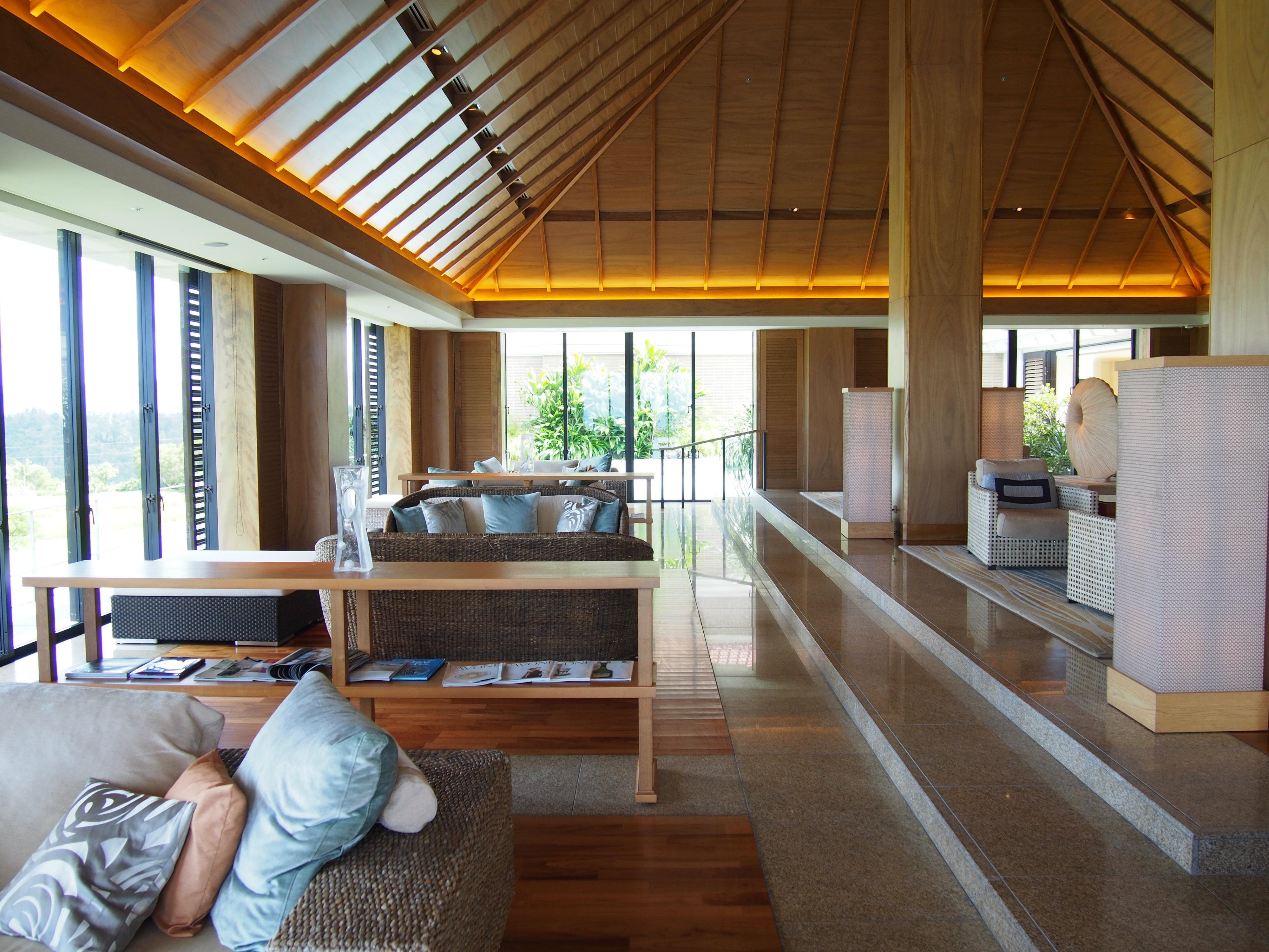ritz-carlton okinawa lounge