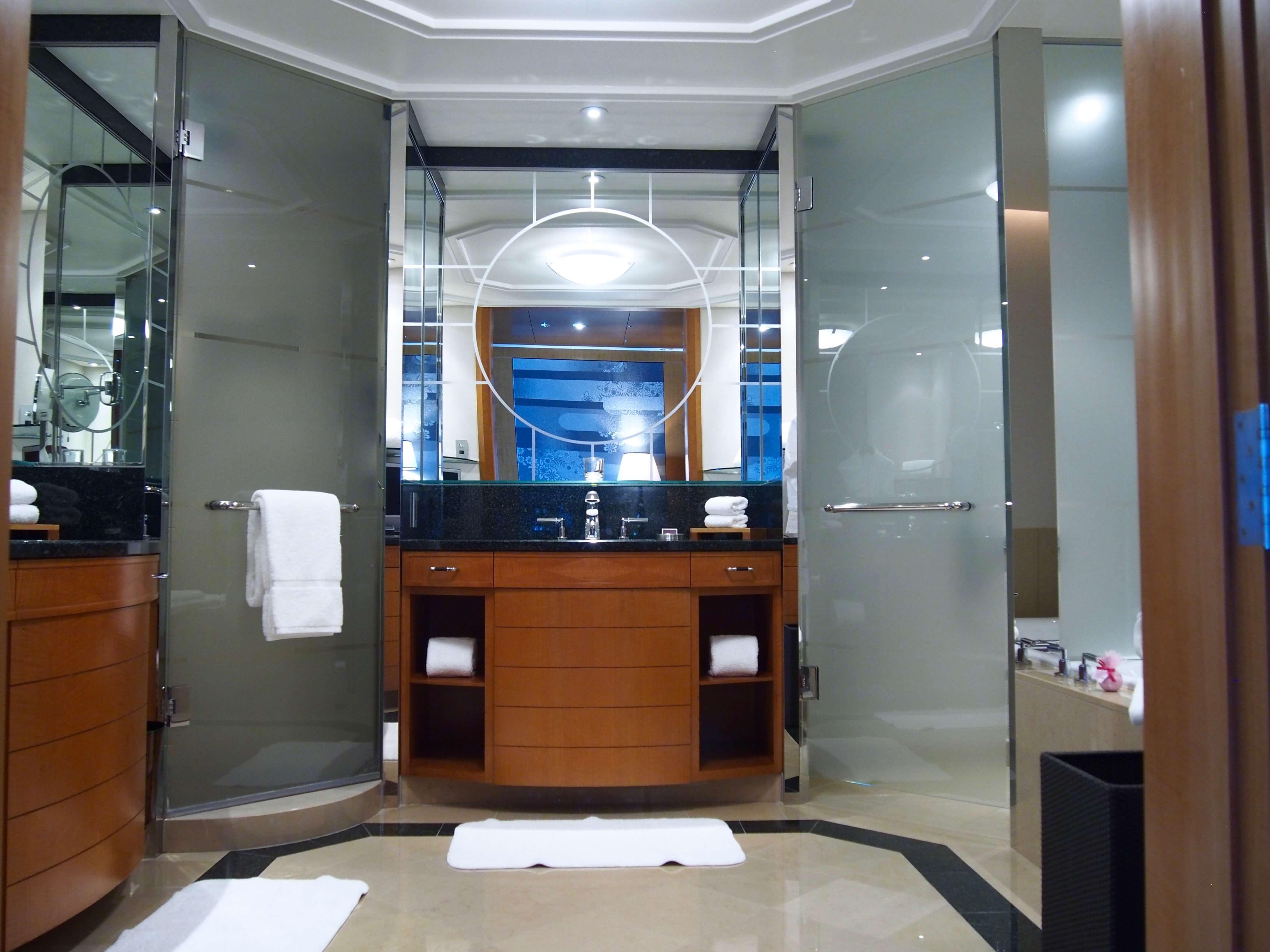 Ritz-Carlton Tokyo Club Deluxe room bathroom